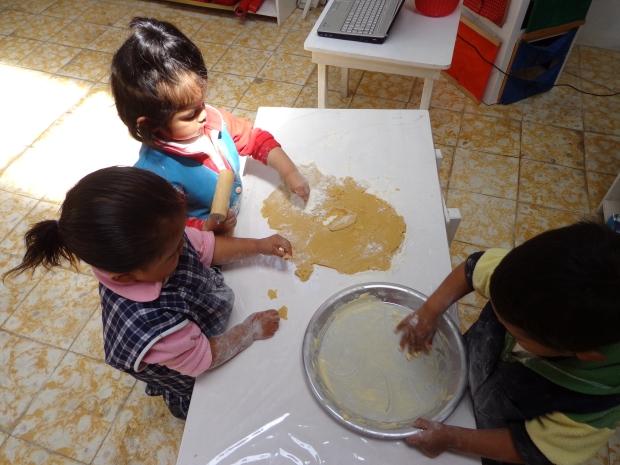 Engrasando el molde para hornear